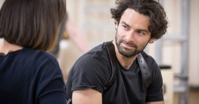https://www.whatsonstage.com/london-theatre/news/aidan-turner-inishmore-rehearsal-photos_46708.html?utm_source=twitter&utm_medium=social&utm_campaign=30may2018